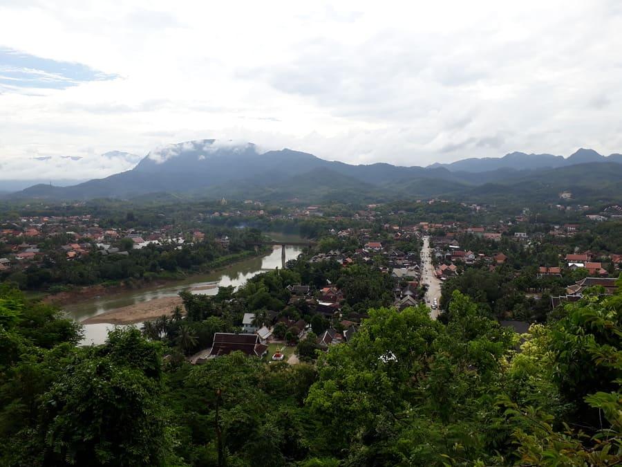 Mekong und Namkhan River vom Mount Phousi